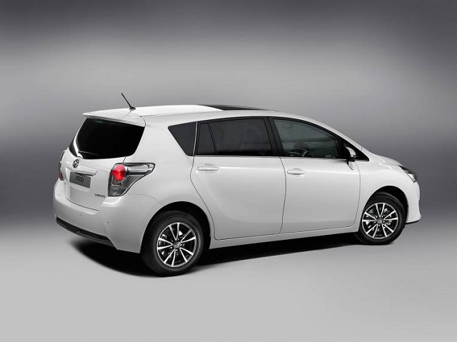 2019 Toyota Verso side view