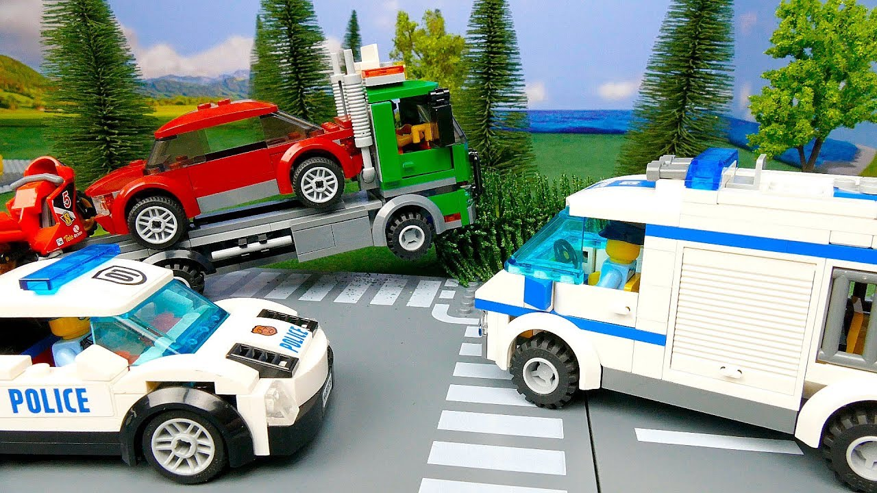 LEGO Police car hase . Policemen catch the robber . Kids toys cartoon - LEGO Police car сhase .  Policemen catch the robber . Kids toys cartoon