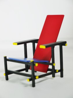 1-12-reina-design-interior-collection-designers-chairs-vol-1-no-1-gerrit-rietveld-1918-red-blue-chair-03