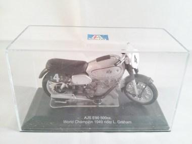 italeri-protar-world_champ_col-500cc_motogp-ajs-e90-1949-03
