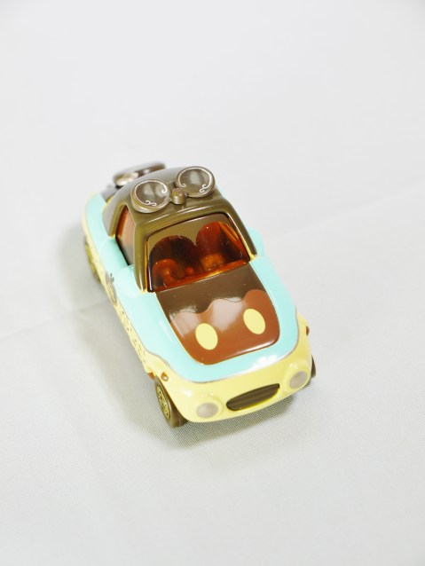 tomica-disney-motors-happy_valentine_day-2016-deform_car-cholocate_sweet-03
