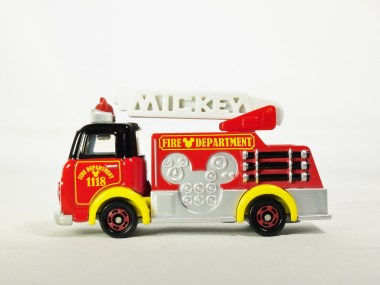tomica-disney-motors-works-dm-17-fire_engine-1118-mickey_mouse-01
