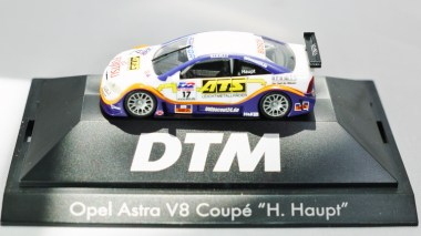 Herpa GmbH - 1-87 Motorsport Collection Opel Astra V8 Coupe H. Haupt - No. 17 - 01