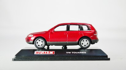REAL-X COL 1-72 127 VOLKSWAGEN TOUAREG Drk Red 01