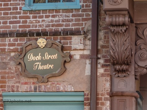 Dock Street Theater, Color