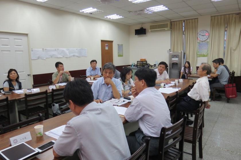 106年度第3次職業安全衛生委員會議會前會照片 – 臺灣電力工會