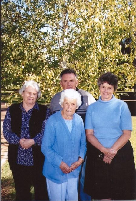 Mum, Noeleen, Doug & Gwen in Anzac Park Tamworth