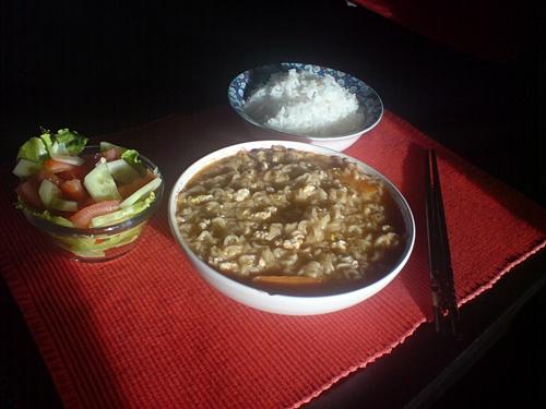 Mittagessen: Reis, Salat und Ramen