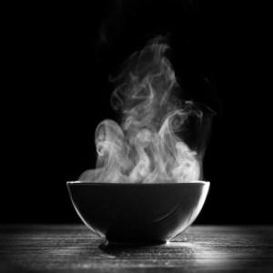 温かい食べ物・飲み物を選択することで食物誘発性熱産生(DIT)を上げる