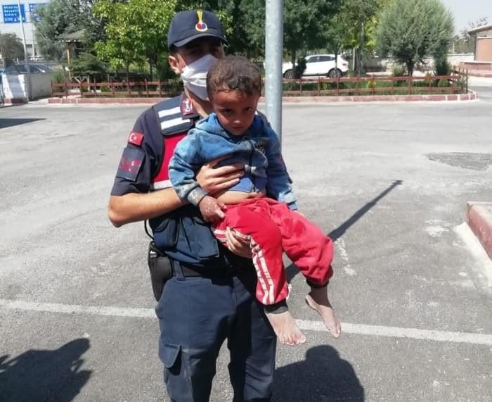بعد بحث استمر 20 ساعة.. فرق الإغاثة التركية تنقذ طفلا سوريا فقد في قونيا