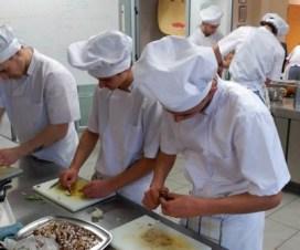 ayudantes de cocina hotel trabajo tucuman