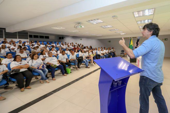 Prefeitura entrega certificados para 150 alunos do Jaboatão Gerando Renda Solidária