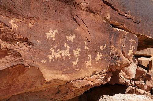 Arte Rupestre em rocha nos EUA. Foto: Mark Herreid / Shutterstock.com