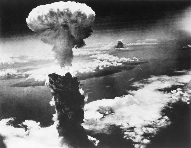 Imagem da explosão causada pela bomba atômica lançada em Hiroshima no dia 6 de agosto de 1945.