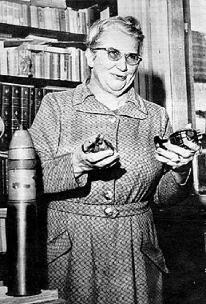 Carlota Pereira de Queirós (1892-1982)