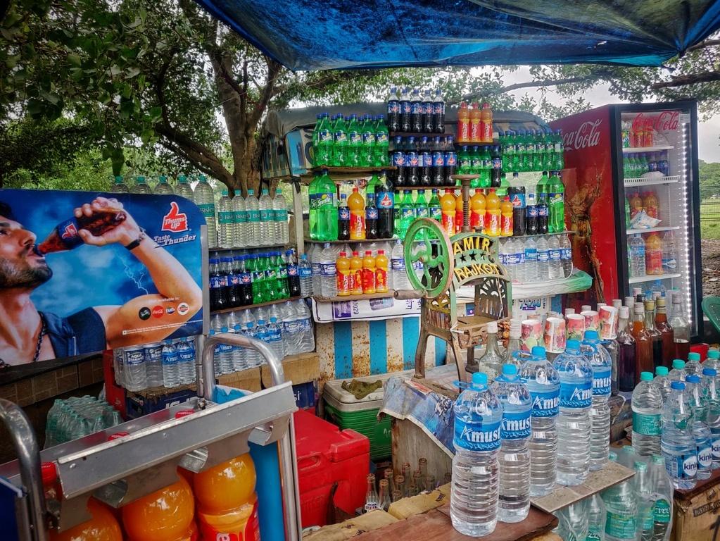 Trabloggers_ kolkata street photography streetside drinks