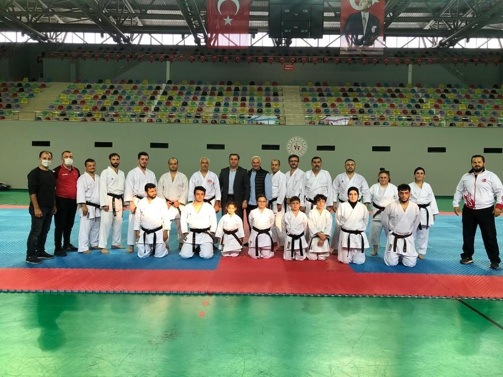 Türkiye Karate Federasyonu'nun 'Antrenör Gelişim Seminerleri' Trabzon'da düzenlendi