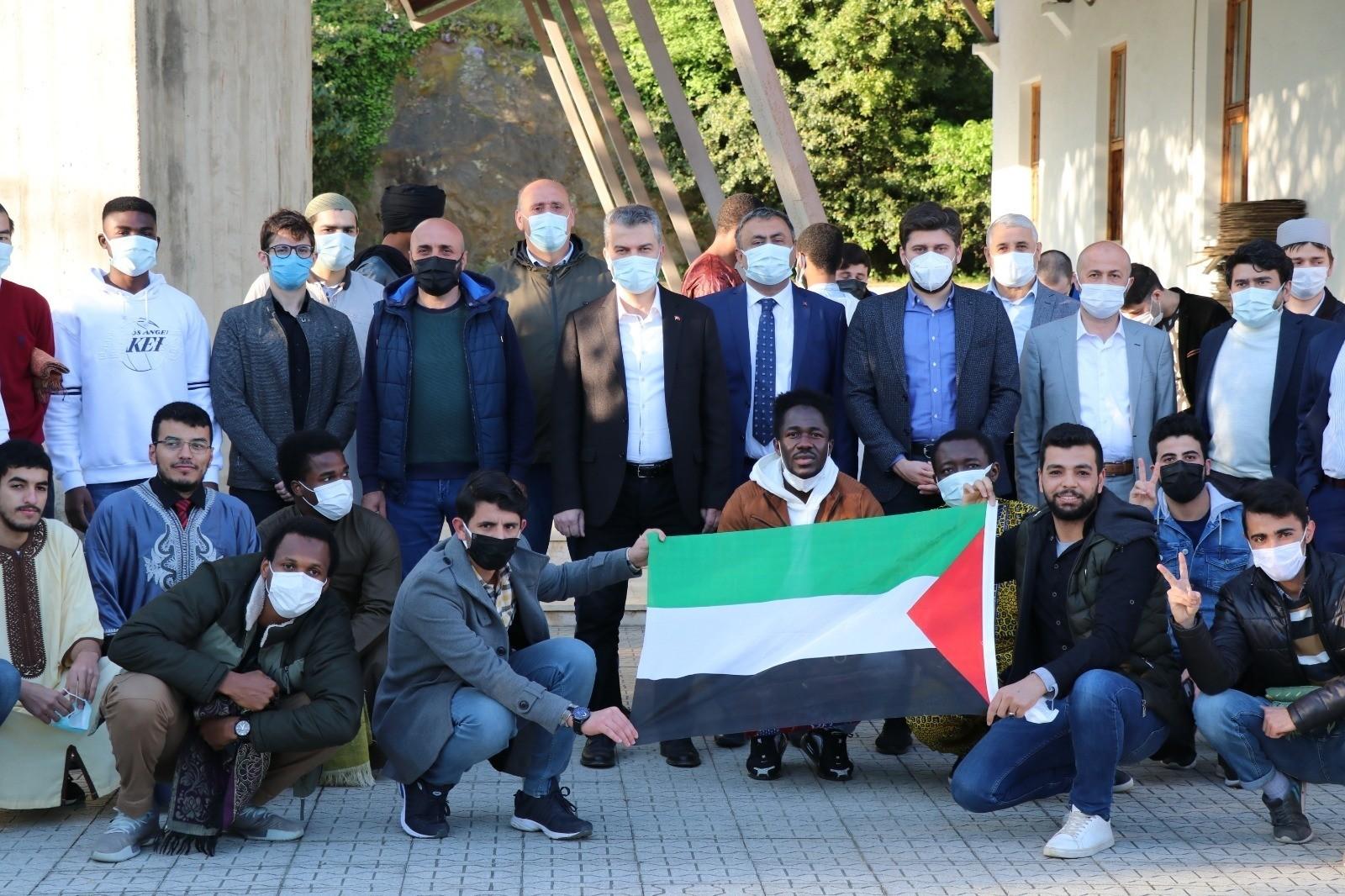 Ak Parti İl Başkanı Mumcu Ramazan Bayramı'nda yabancı öğrenciler ile bir araya geldi