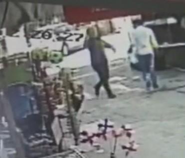 Sokakta rastgele ateş açtı, ardından kendini vurarak intihar etti