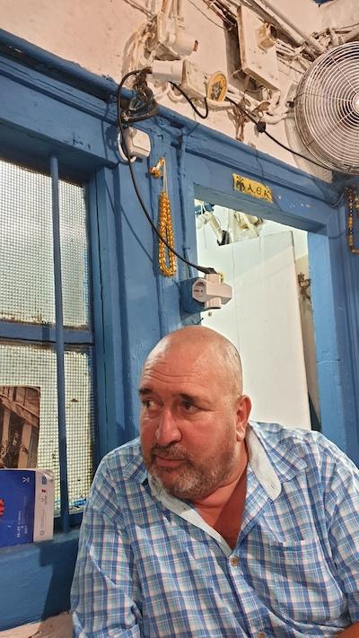 Petite taverne confidentielle à Athènes