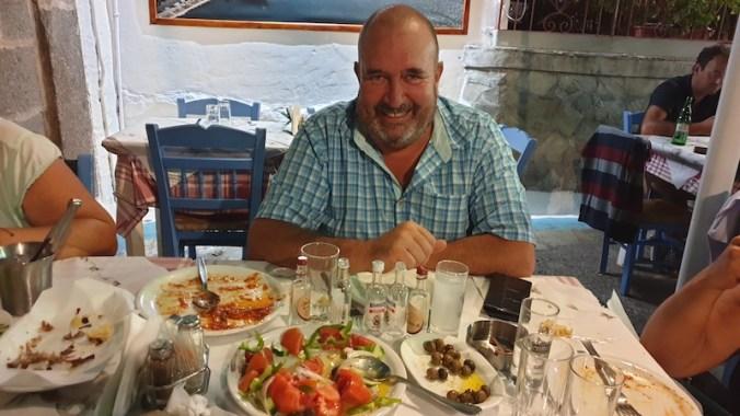 """En taverne, pour quelques """"karafaki"""" d'ouzo et mezze"""