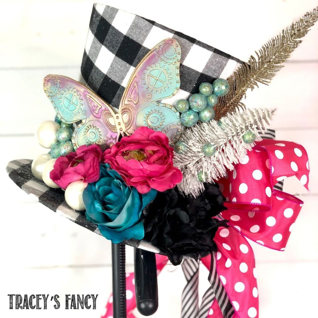 Whimsical top hat tree topper | Tracey's Fancy