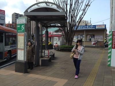 จุดซื้อตั๋วรถบัสเพื่อเดินทางไป Kawagushiko ที่สถานี Mishima