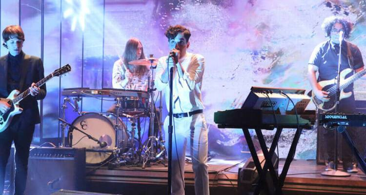 Neon Indian – Annie (The Tonight Show Starring Jimmy Fallon)