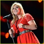 kelly-clarkson-tie-it-up-performance-at-cma-fest