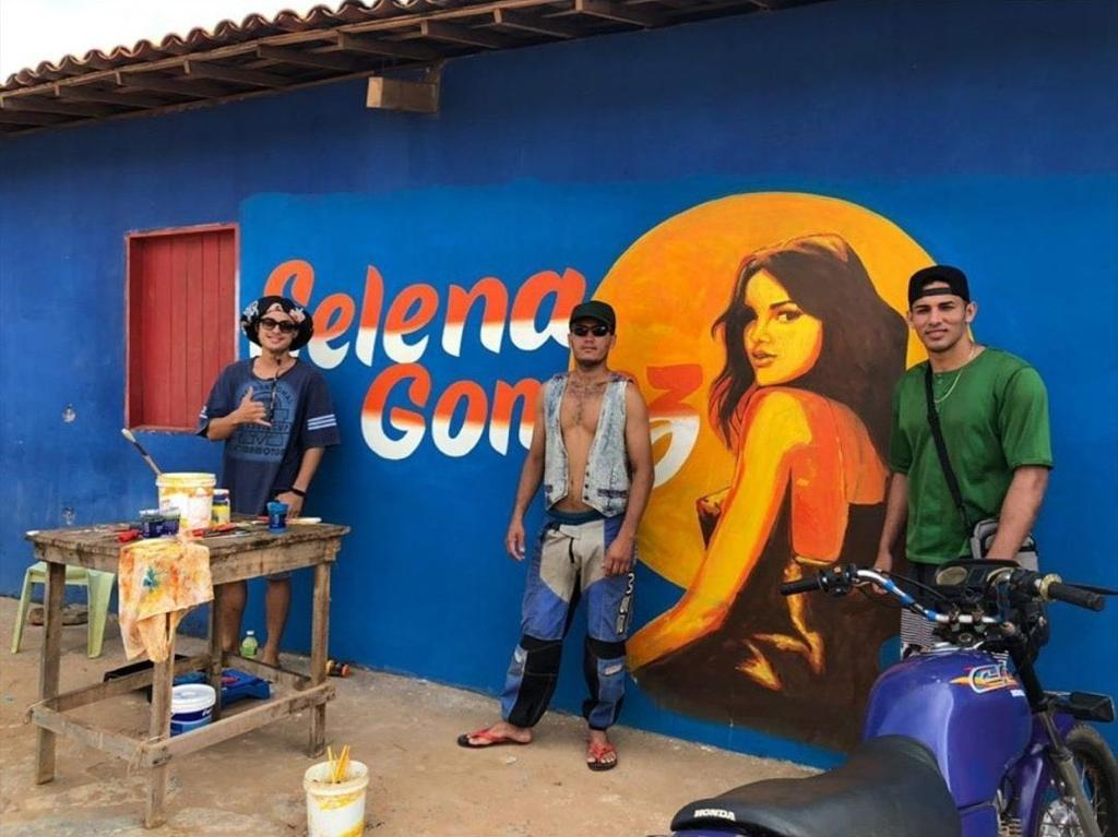 selena gomez projeto em espanhol