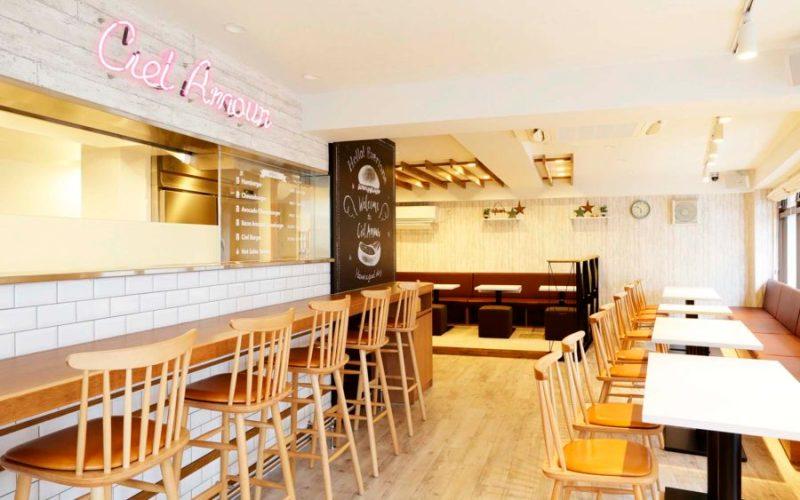 飲食店内装画像 キッズスペース 西海岸 明るい