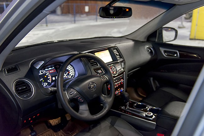 2013 Nissan Pathfinder SL interior