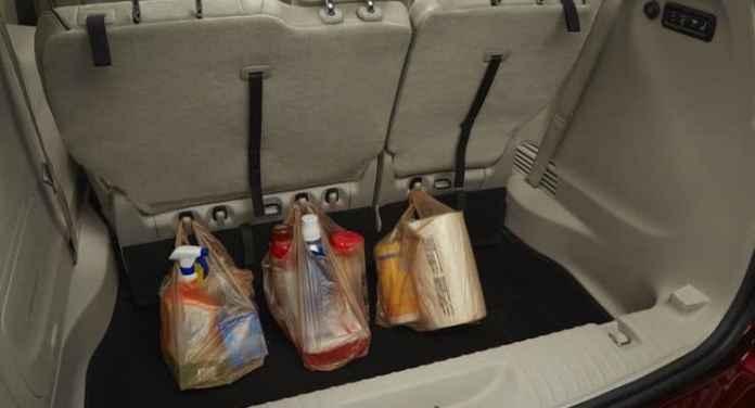 2017-chrysler-pacifica-rear-cargo