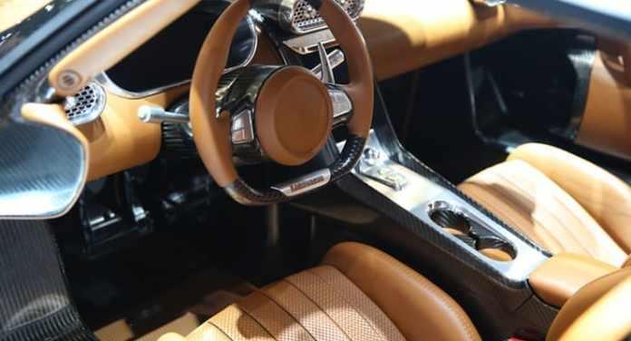 Koenigsegg Regera cockpit