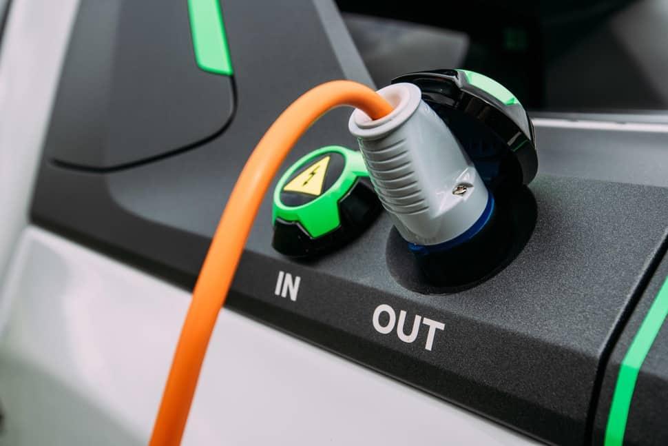 Nissan Navara EnGuard Concept Rescue Truck plug