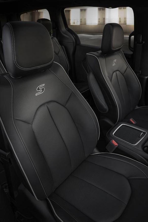 2018 Chrysler Pacifica with S Appearance Package seats