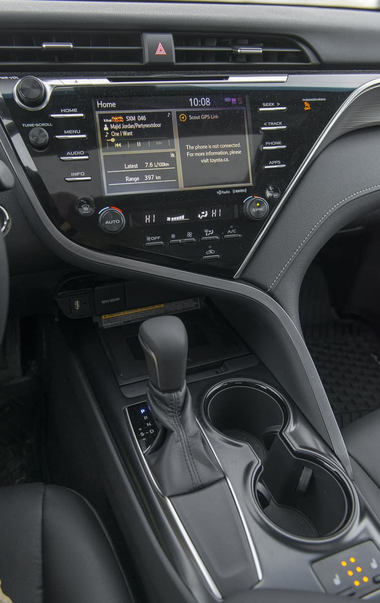 2018 Toyota Camry SE Review centre stack