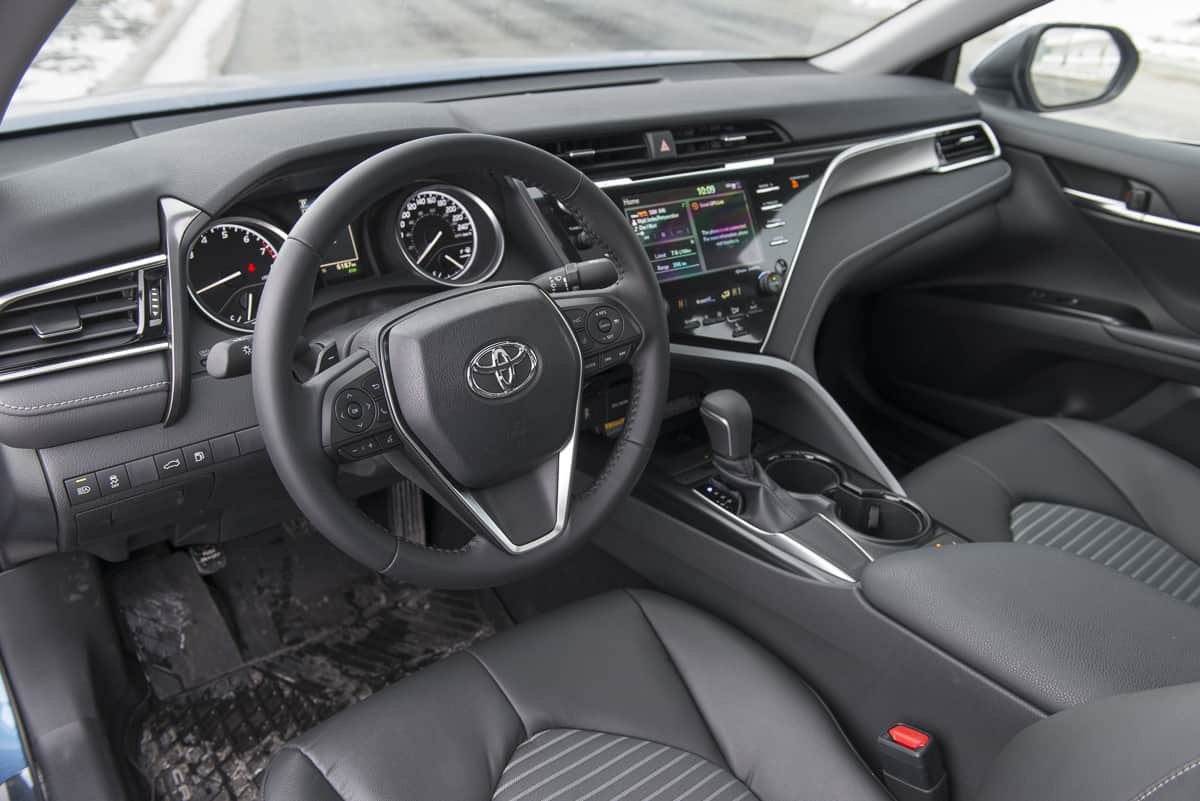 all new camry 2019 interior kijang innova 2.4 q a/t diesel venturer 2018 toyota se review less beige mobile more low