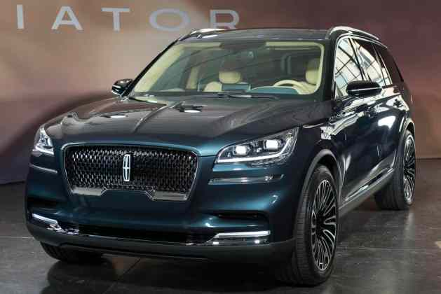 2019 Lincoln Aviator SUV first look (3 of 20)