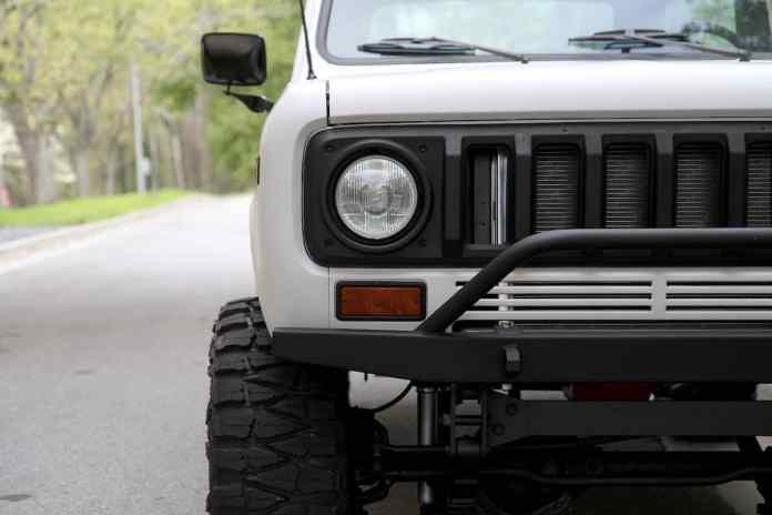 1976 INTERNATIONAL SCOUT TRAVELER front grill