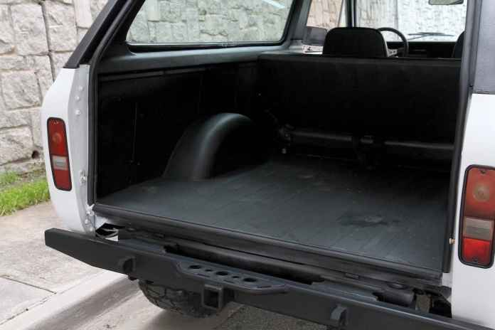 1976 INTERNATIONAL SCOUT TRAVELER rear cargo