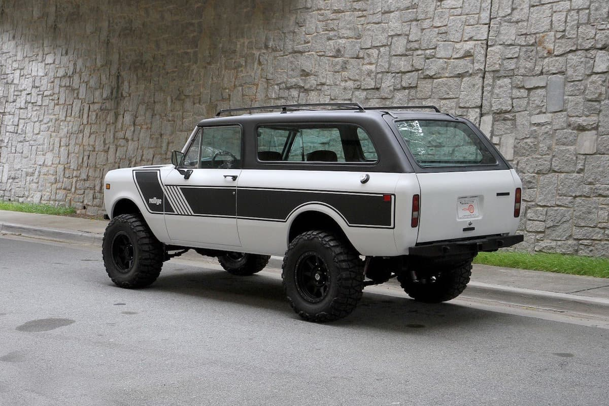 1976 INTERNATIONAL SCOUT TRAVELER rear