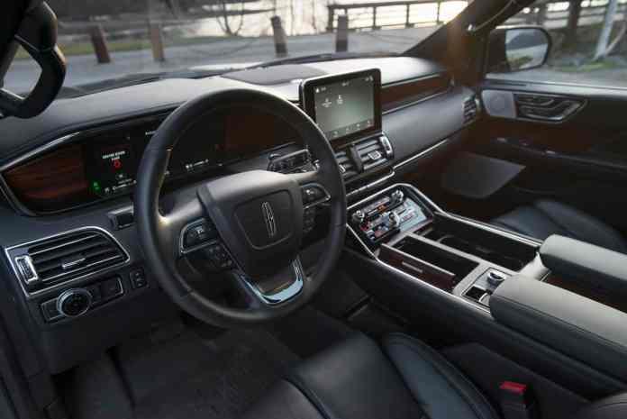 2018 Lincoln Navigator front dash