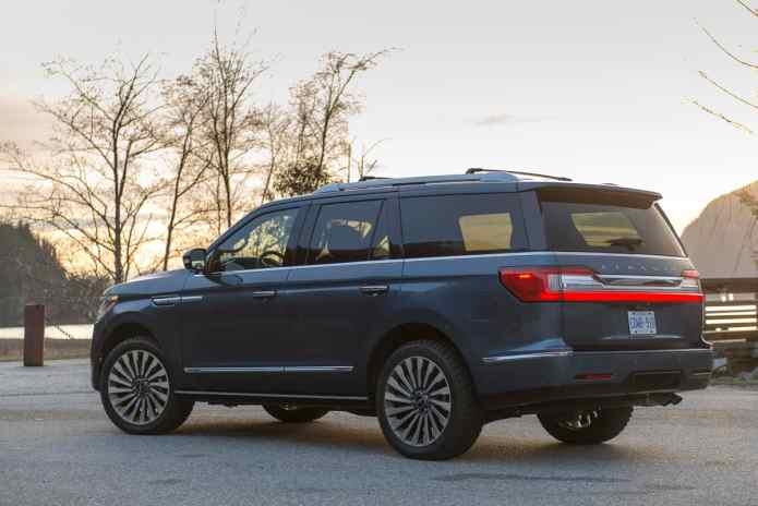2018 Lincoln Navigator rear view