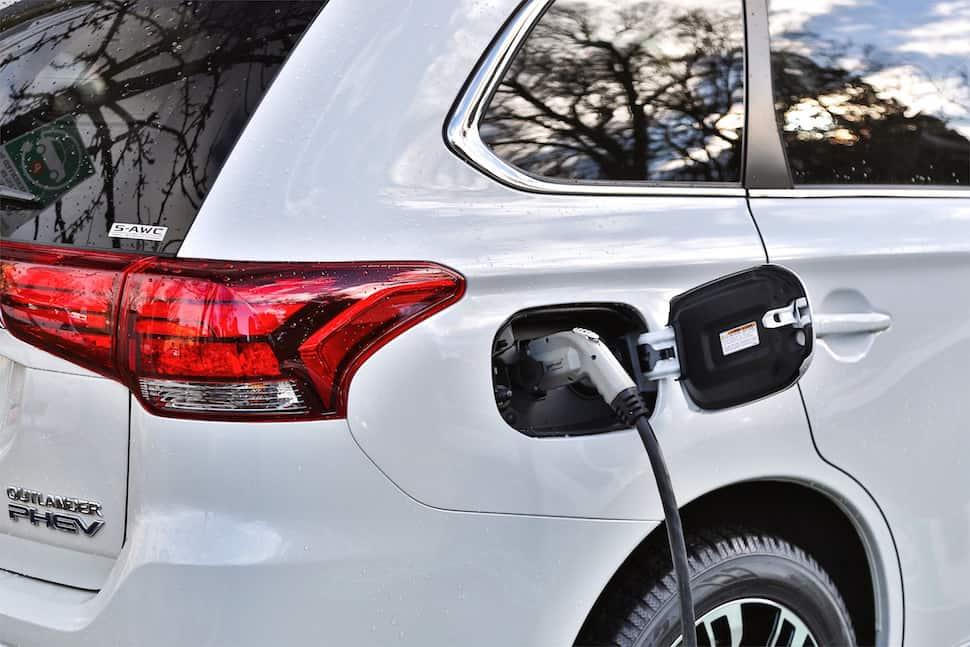 Mitsubishi Outlander PHEV charging and range