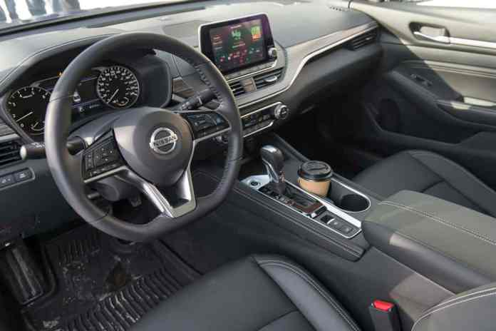 2019 nissan altima awd front interior and seats