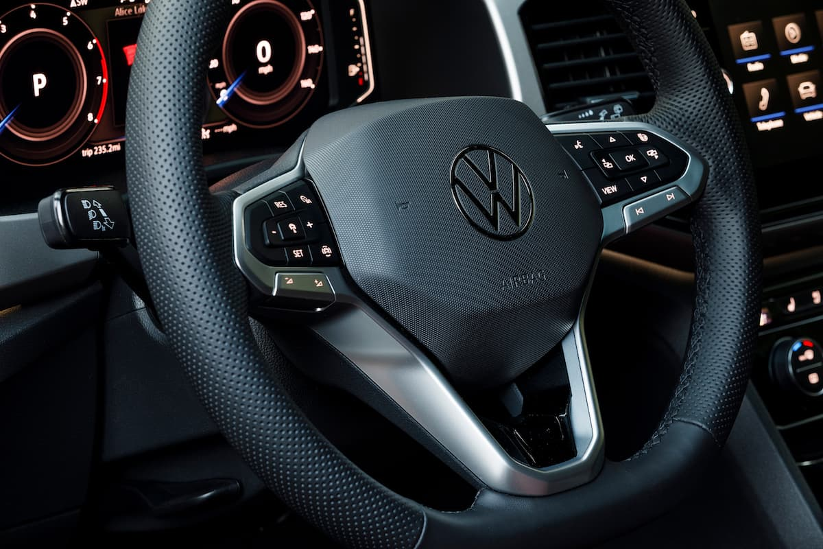 2020 Volkswagen Cross Sport steering wheel