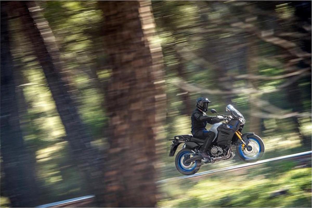 2020 Yamaha Super Tenere ES riding