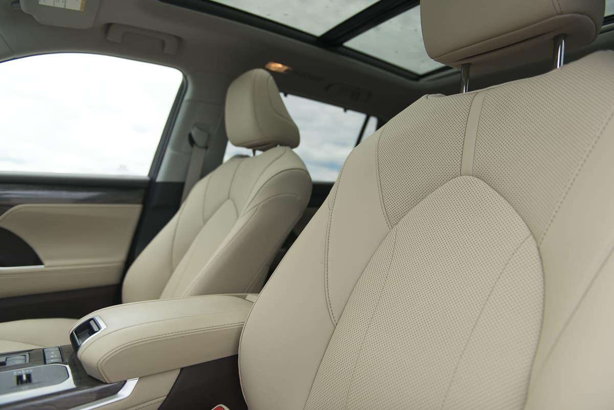 2020 Toyota Highlander Hybrid (11 of 18)