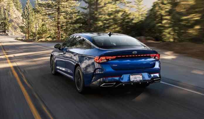 2021 K5 GT-Line in blue driving